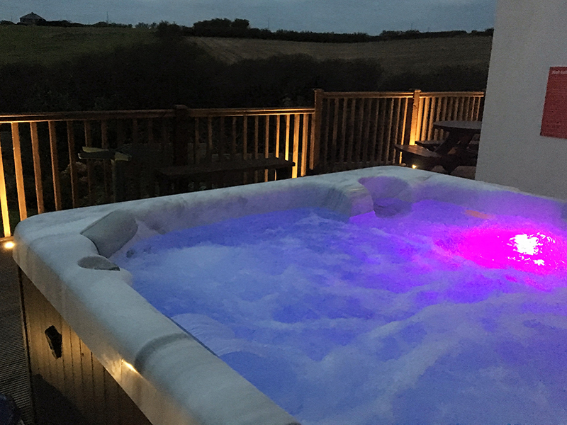 Enjoy a jacuzzi at Hillside Cottage Padstow